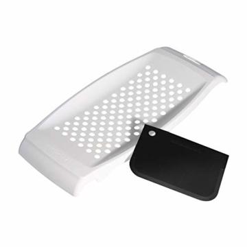 FACKELMANN Spätzlereibe mit Teigschaber, Spätzlehobel aus Kunststoff, Spätzlepresse mit Teigkarte (Farbe: Weiß), Menge: 1 Stück - 1